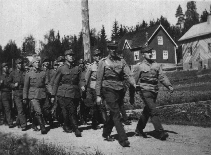 FINLAND WWII 1941 PICTURE GALLERY: Finnish Army on the march